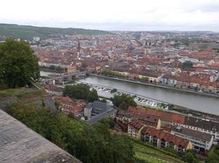 マリエンブルク要塞から見る美しい町並み(ビュルツブルク).jpg