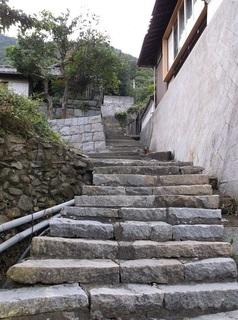 高見名物急な階段.jpg